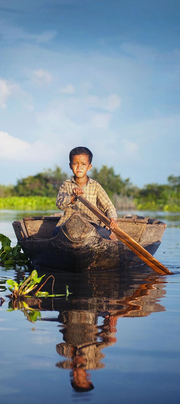 cambodia-boy-boat-detail